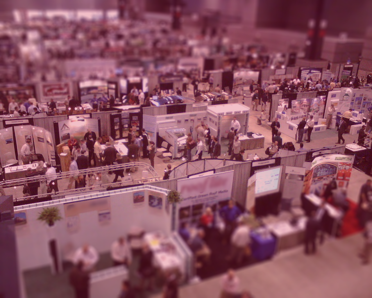 photo of exhibitors on a trade show floor